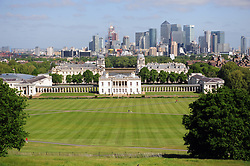 © Licensed to London News Pictures.17/05/2018<br /> Greenwich, UK.<br /> View across London from Greenwich Park.<br /> Blue sky and sunny weather,  Greenwich Park, Greenwich.<br /> Photo credit:Grant Falvey/LNP