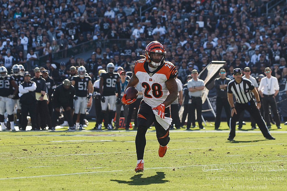 OAKLAND, CA - NOVEMBER 17: Running back Joe Mixon #28 of the Cincinnati Bengals rushes up field for a touchdown against the Oakland Raiders during the first quarter at RingCentral Coliseum on November 17, 2019 in Oakland, California. (Photo by Jason O. Watson/Getty Images) *** Local Caption *** Joe Mixon