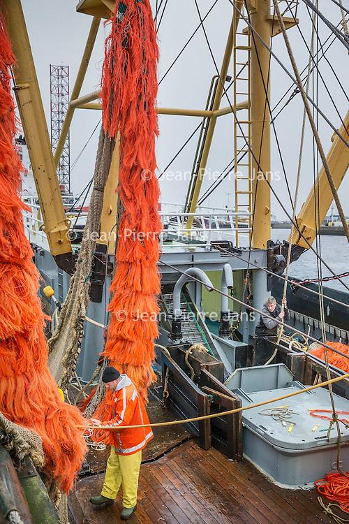 Nederland, Den Helder, 18 maart 2016.<br /> Visafslag bij Den Helder.<br /> De vissersboten die net hun vis afgeleverd hebben worden weer in gereedheid gebracht voor de volgende vaart.<br /> Fish processing for auction in Den Helder. The fishing boats which have just delivered their fish are getting ready for the next voyage.  <br /> <br /> <br /> Foto: Jean-Pierre Jans