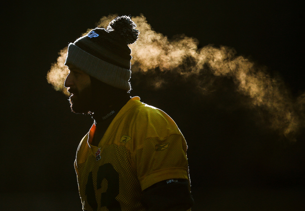 Edmonton Eskimos quarterback Mike Reilly looks on during their team's walkthrough practice ahead of the CFL's 103rd Grey Cup championship football game in Winnipeg, Manitoba, Canada, November 28, 2015.     REUTERS/Mark Blinch