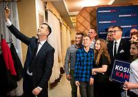 Wies Brzoski-Gromki, woj. podlaskie, 01.02.2020. Spotkanie lidera PSL i kandydata tej partii w wyborach prezydenckich Wladyslawa Kosiniaka-Kamysza z wolontariuszami z powiatu wysokomazowieckiego N/z Wladyslaw Kosiniak-Kamysz ( L ) lider PSL robi sobie selfie z dzialaczami partii fot Michal Kosc / AGENCJA WSCHOD