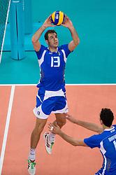 12-08-2012 VOLLEYBAL: OLYMPISCHE SPELEN 2012 ITALIE - BULGARIJE: LONDEN <br /> Italie pakt de bronzen medaille onderleiding van scheidsechter Frans Loderus / Dragan Travica (#13 ITA)<br /> ©2012-FotoHoogendoorn.nl