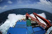 """Die Expedition ANT-XXIV/1 des deutschen Forschungsschiffes """"Polarstern"""" führt von Bremerhaven nach Kapstadt. Vor der Küste Namibias nimmt der Seegang noch einmal richtig zu."""