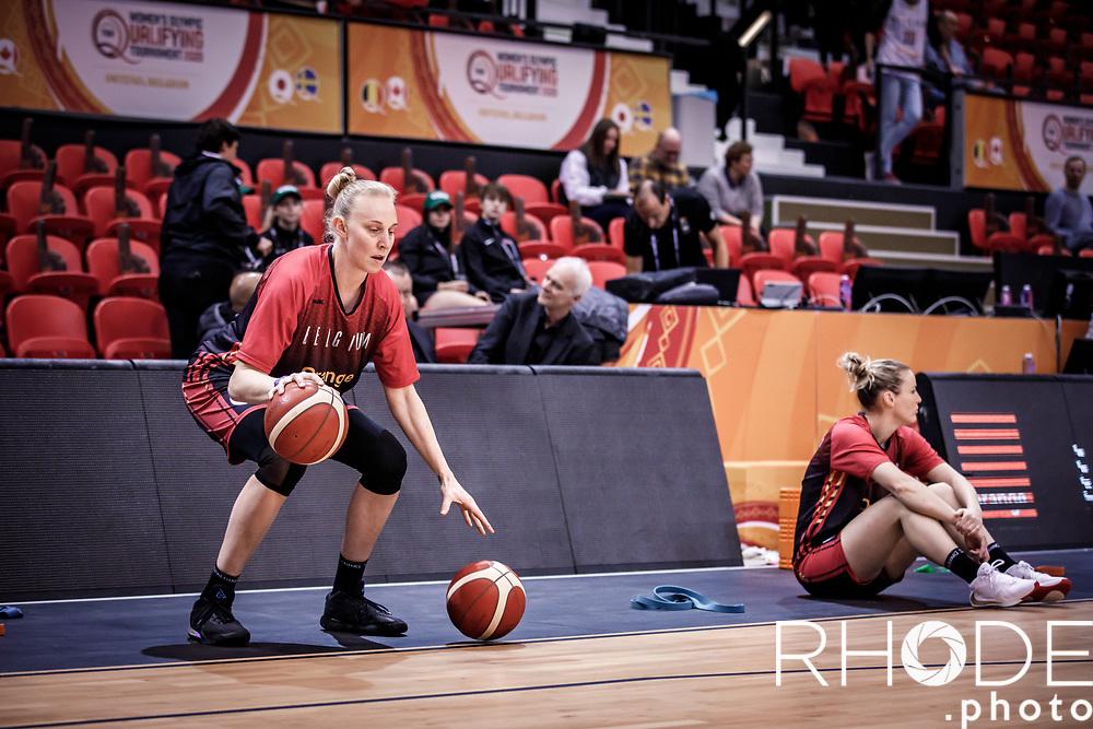 Ann Wauters (BEL) pre game warming up<br /> <br /> Belgian Cats kwalificeren zich voor Olympische Spelen in Tokio! <br /> <br /> Day 3: SWEDEN VS BELGIUM : 53-61<br /> <br /> FIBA Women's Olympic Qualifying Tournament 2020 – Ostend,  Belgium<br /> Ostend Versluys Dôme (BEL)<br /> <br /> ©RhodePhotoMedia