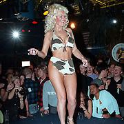 Big Boop contest Baja Rotterdam, deelneemster in bikini
