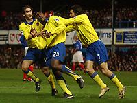 Fotball<br /> Premier League England 2004/2005<br /> Foto: SBI/Digitalsport<br /> NORWAY ONLY<br /> <br /> 19/12/2004 - FA Barclays Premiership<br /> Portsmouth v Arsenal<br /> <br /> Arsenal's Sol Campbell celebrates his goal