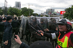 © Licensed to London News Pictures. 28/05/2014. Thai Army with Riot shields move back with assistance of the police after being pelted with projectiles from Anti-Coup protestors during a Anti-Coup protest at Victory Monument Bangkok Thailand.  Photo credit : Asanka Brendon Ratnayake/LNP