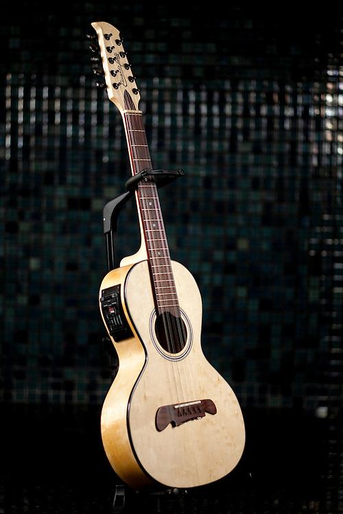 Belo Horizonte_MG, Brasil..Instrumentos musicais. Na foto um violao...Musical instruments. In the photo a guitar...Foto: JOAO MARCOS ROSA / NITRO