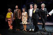 Premiere van de muziekkomedie Little Voice in het oude Luxor Theater, Rotterdam.<br /> <br /> Op de foto: <br /> <br />  Cast en creatives met o.a. Suzan Seegers , Ellen Pieters , Han Oldigs , Michael de Vriend , Wivineke van Groningen en Laus Steenbeeke