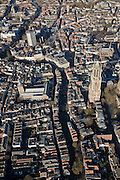 Nederland, Utrecht, Utrecht, 25-11-2008; centrum binnenstad met Oudegracht, Domtoren /Domcity centre, inner city, town centre.andere straten o.a. Domplein, Neude, Ganzenmark, Licht Gaard, Donker Gaard.  .luchtfoto (toeslag)aerial photo (additional fee required).foto Siebe Swart / photo Siebe Swart