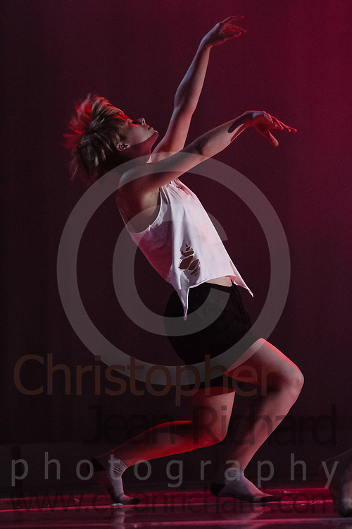 ART: 2017<br /> Sinister<br /> Choreographie: Robin Lee Smith<br /> Modern III Di/Sa<br /> Students and Instructors of Atelier Rainbow Tanzkunst (http://www.art-kunst.ch/) rehearse on the stage of the Schinzenhof for a series of performances in June, 2017.<br /> <br /> Schinzenhof, Alte Landstrasse 24 8810 Horgen Switzerland