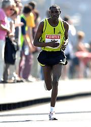 15-04-2007 ATLETIEK: FORTIS MARATHON: ROTTERDAM<br /> In Rotterdam werd zondag de 27e editie van de Marathon gehouden. De marathon werd rond de klok van 2 stilgelegd wegens de hitte en het grote aantal uitvallers / Dejene Birhanu ETH<br /> ©2007-WWW.FOTOHOOGENDOORN.NL