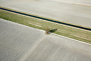 Nederland, Zuid-Holland, Boskoop, 04-03-2008; Droogmakerij Polder Achterof, winterse akkers liggen er kaal bij; eenzame boom, voren, voor, ploegen, ploeg, aarde.luchtfoto (toeslag); aerial photo (additional fee required); .foto Siebe Swart / photo Siebe Swart