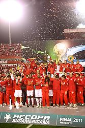 Final da Recopa Sulamericana 2011 entre as equipes do Internacional, do Brasil e Independiente, da Argentina, no Estadio Beira Rio em Porto Alegre. FOTO: Jefferson Bernardes/Preview.com