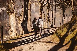 THEMENBILD - ein junges Liebespaar beim spazieren an einem sonnigen Herbsttag, aufgenommen am 10. November 2018, Saalfelden am Steinernen Meer, Österreich // a young loving couple while walking on a sunny autumn day on 2018/11/10, Saalfelden am Steinernen Meer, Austria. EXPA Pictures © 2018, PhotoCredit: EXPA/ JFK