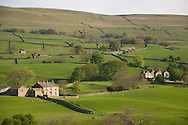 Stone buildings and walls in fields near Bainbridge, Wensleydale<br /> in The Yorkshire Dales National Park, Yorkshire, England, UK