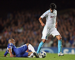 28.09.2010, Stamford Bridge, London, ENG, UEFA Champions League, Chelsea vs Olympique Marseille, im Bild Alex of Chelsea clean tackles  OM's Lucho Gonzalez   during the Match Chelsea v Marseille, Group F, of  the UCL ( Uefa Champions League Group stages)  at Stamford Bridge in London. EXPA Pictures © 2010, PhotoCredit: EXPA/ IPS/ Marcello Pozzetti +++++ ATTENTION - OUT OF ENGLAND/UK +++++ / SPORTIDA PHOTO AGENCY