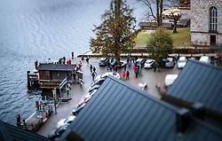 THEMENBILD - Touristen am Vorplatz der evangelischen Pfarrkirche und einer Bootsanlegestelle in Hallstatt im Salzkammergut am Hallstättersee, aufgenommen mit einem Tilt und Shift Objektiv am 31. März 2018, Hallstatt, Österreich // Tourists in the forecourt of the Protestant parish church and a boat mooring in Hallstatt in the Salzkammergut on Lake Hallstatt taken with a tilt and shift lens on 2018/03/31, Hallstatt, Austria. EXPA Pictures © 2018, PhotoCredit: EXPA/ JFK