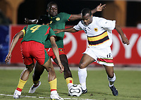 Fotball<br /> Foto: Dppi/Digitalsport<br /> NORWAY ONLY<br /> <br /> FOOTBALL - AFRICAN CUP OF NATIONS 2006 - FIRST ROUND - GROUP B - 060121 - CAMEROON v ANGOLA<br /> <br /> FLAVIO AMADO (ANG) / RIGOBERT SONG (CAM) <br /> <br /> KAMERUN v ANGOLA