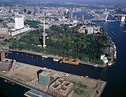 Nederland, Rotterdam, Mullerpier, 08-03-2002; luchtfoto (25% toeslag); voormalige pier met woningbouw is stadsontwikkelingsgebied (in voorgrond), Parkhaven met drijvend Chinees restaurant, op de hoek van het Park de Parkkade met ingang voor voetgangers van de Maastunnel (koperen koepeltje), in het Park de Euromast, links de hoogbouw van het Erasmus Medisch Centrum (Dijkzigt ziekenhuis), rechts boven Erasmusbrug;.NB binnenstad Rotterdam ook met andere luchtfoto's in archief.Foto Siebe Swart