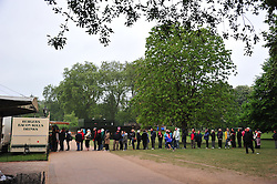 The Mall London , UK  29/04/2011. The Royal Wedding of HRH Prince William to Kate Middleton. 6am crowds await the big moment . Photo credit should read ALAN ROXBOROUGH/LNP.