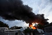 20180411/ Nicolas Celaya - adhocFOTOS/ URUGUAY/ MONTEVIDEO/ CORDON/ Incendio en depósito en Cordón, Montevideo.<br /> En la foto: Incendio en depósito en Cordón, Montevideo.  Foto: Nicolás Celaya /adhocFOTOS