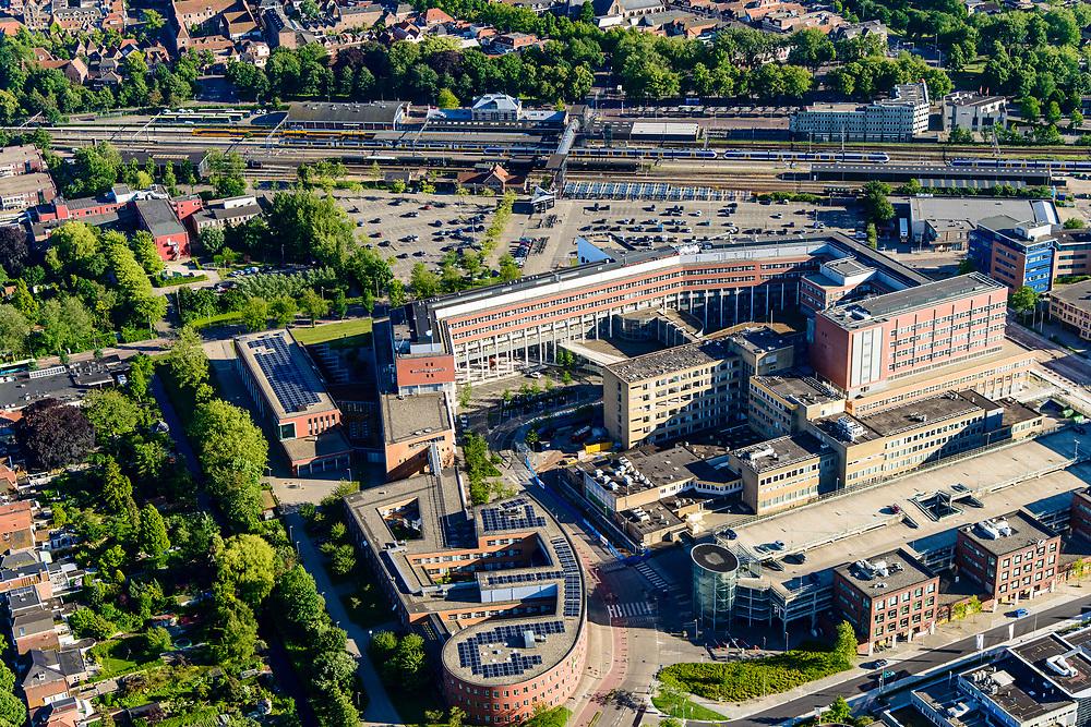Nederland, Noord-Holland, Hoorn, 13-06-2017; Het Westfriesgasthuis, algemeen ziekenhuis. NS Station in de achtergrond.<br /> General hospital.<br /> <br /> luchtfoto (toeslag op standard tarieven);<br /> aerial photo (additional fee required);<br /> copyright foto/photo Siebe Swart
