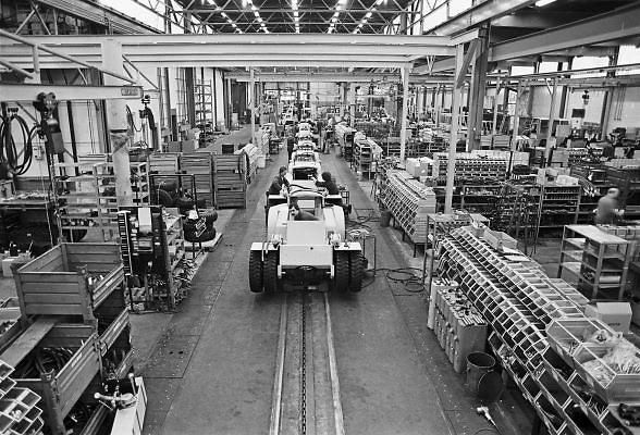 Nederland, Nijmegen, 10-12-1980Productie van heftrucks bij Hyster.Foto: Flip Franssen/Hollandse Hoogte