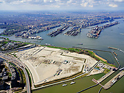 Nederland, Noord-Holland, Amsterdam; 16-04-2021; Zeeburg, Zeeburgereiland met in de achtergrond het (voormalig) Oostelijk Havengebied. Het braakliggende terrein is voorbestemd om met hoogbouw volgebouwd te worden: de Sluisbuurt. <br /> Zeeburg, Zeeburgereiland, with the (former) Eastern Docklands in the background. The vacant lot is destined to be built with high-rise buildings: the Sluisbuurt.<br /> <br /> luchtfoto (toeslag op standard tarieven);<br /> aerial photo (additional fee required)<br /> copyright © 2021 foto/photo Siebe Swart