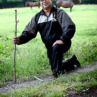 Nederland, Oranjewoud , 27 mei 2014.<br /> Melvin van Eldik, muzikant en organisator van kleinschalige poezie evenementen opeen van zijn favouriete plekken in Oranjewoud.<br /> Foto:Jean-Pierre Jans