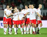 Fotball<br /> EM-kvalifisering<br /> 06.09.2006<br /> Polen v Serbia<br /> Foto: Wrofoto/Digitalsport<br /> NORWAY ONLY<br /> <br /> RADUSLAW MATUSIAK /19/ OF POLAND CELEBRATES WITH HIS TEAM MATES AFTER HIS OPENING GOAL
