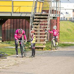 ALMELO (NED) WIELRENNEN<br /> De jeugd van de AWV de Zwaluwen traint op het Wielerpark de Sumpel in Almelo