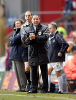 Photo: Jed Wee.<br />Bradford City v Bristol City. Coca Cola League 1. 18/02/2006.<br />Bristol manager Gary Johnson applauds his players.