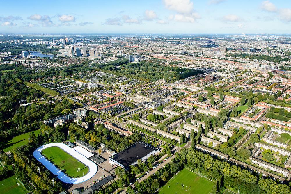 Nederland, Noord-Holland, Amsterdam, 27-09-2015; Amsterdam-Oost, Watergraafsmeer. Sportpark Middenmeer, met Jaap Edenbaan. Foto richting Park Frankendael em Amsterdam-Zuid, Amsteal aan de horizon (links).<br /> Sport park, Amsterdam East with Ice skating rink.<br /> <br /> luchtfoto (toeslag op standard tarieven);<br /> aerial photo (additional fee required);<br /> copyright foto/photo Siebe Swart