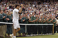 Tennis<br /> Wimbledon 2005<br /> Foto: Colorsport/Digitalsport<br /> NORWAY ONLY<br /> <br /> Roger Federer (Sui) is applauded by the Linesmen and Women as he goes to receive the trophy. Mens singles Final. Roddick v Federer. 3/7/2005. Centre Court. Wimbledon Tennis Championships 2005.