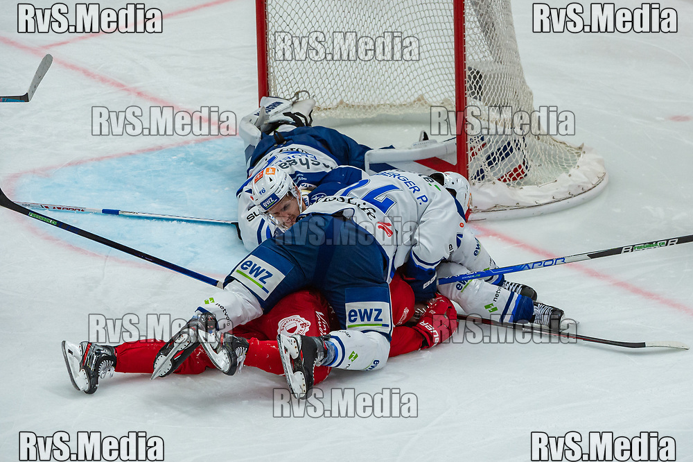 LAUSANNE, SWITZERLAND - OCTOBER 01: Chris Baltisberger #14 of ZSC Lions clashes with Ken Jager #17 of Lausanne HC during the Swiss National League game between Lausanne HC and ZSC Lions at Vaudoise Arena on October 1, 2021 in Lausanne, Switzerland. (Photo by Robert Hradil/RvS.Media)