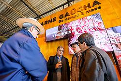"""Esteio/RS, 26/08/2018 - O Presidente da Farsul, Gedeão Pereira e o Superintendente Sebrae RS, Derli Cunha Fialho participam da Vitrine da Carne Gaúcha - Brangus durante O Salão do Empreendedor. O espaço, dentro da  Expointer 2018, trará nesta edição, destaque para as cadeias produtivas da Soja, Pecuária do Corte e Vinicultura, com a perspectiva """"Do Campo à Mesa"""". O espaço está localizado no Pavilhão Internacional do Parque de Exposições Assis Brasil, em Esteio/RS, de 25 de Agosto a 02 de Setembro. Foto: Marcos Nagelstein/ Agência Preview"""
