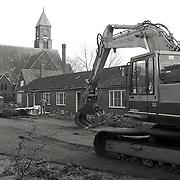 NLD/Huizen/19930216 - Sloop van asbest fietsenhok VoorAnker Huizen