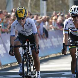 03-04-2016: Wielrennen: Ronde van Vlaanderen vrouwen: Oudenaarde  <br /> OUDENAARDE (BEL) cycling  The sixth race in the UCI Womensworldtour is the ronde van Vlaanderen. A race over the famous Flemish climbs. Lizzy Armitstead beats Emma Johannson in a sprint a deux in the Tour of Flanders