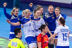 14-12-2018 FRA: Women European Handball Championships Russia - Romania, Paris<br /> First semi final Russia - Romania 28 - 22 / Anna Sen #8 of Russia, Daria Dmitrieva #7 of Russia