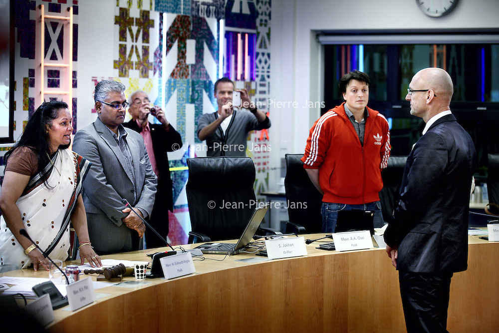 Nederland, Amsterdam , 16 oktober 2012..Tjeerd Herrema de nieuwe stadsdeelvoorzitter van Zuidoost wordt gefeliciteerd op het Stadsdeelkantoor Zuid Oost bij Anton de Komplein..Foto:Jean-Pierre Jans