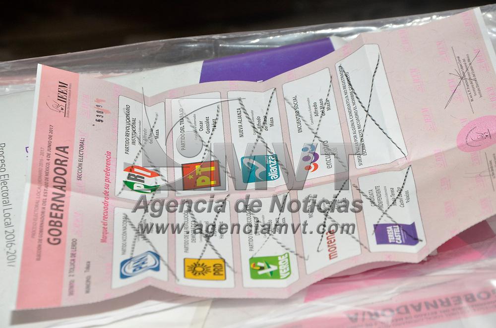 Toluca, México (Junio 04, 2017).- A las 6 de la tarde fueron cerradas las casillas y se inicio el conteo de votos para la elección de Goberrnador del Estado de México.  Agencia MVT / José Hernández