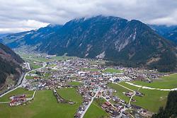 22.03.2020, Mayrhofen, AUT, Coronavirus Krise, Osttirol. Das Land Tirol hat alle Personen, die sich in der Woche vom 8. bis 15. März in Bars und Aprs-Ski-Lokalen im Zillertal aufgehalten haben, dazu aufgerufen, besonders auf den Gesundheitszustand zu achten und bei Symptomen die Gesundheitsberatung 1450 zu kontaktieren. Im Bild Übersicht auf den Ortskern von Mayrhofen // overview Mayrhofen . The State of Tyrol has called on all people who were in bars and après-ski bars in the Zillertal during the week from March 8th to 15th to pay special attention to their health and to contact the 1450 health counseling service if they experience symptoms. Mayrhofen, Austria on 2020/03/22. EXPA Pictures © 2020, PhotoCredit: EXPA/ Johann Groder