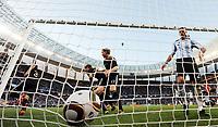 Fotball<br /> VM 2010<br /> Tyskland v Argentina<br /> 03.07.2010<br /> Foto: Witters/Digitalsport<br /> NORWAY ONLY<br /> <br /> 0:3 Tor Arne Friedrich (Deutschland), Thomas Mueller, Per Mertesacker, Martin Demichelis<br /> Fussball WM 2010 in Suedafrika, Viertelfinale Argentinien - Deutschland