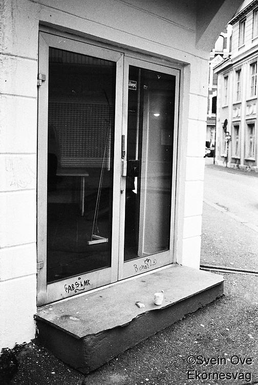Kaffi og sigaretter.<br /> Foto: Svein Ove Ekornesvåg