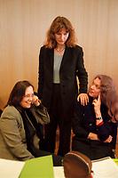 08.02.1999, Deutschland/Bonn:<br /> Kerstin Müller, B90/Grüne Fraktionsvorsitzende, Gunda Röstel, B90/Grüne Sprecherin des Bundesvorstandes, und Antje Radcke, B90/Grüne Sprecherin des Bundesvorstandes, vor Beginn des 2. Parteirates von Bündnis 90/Die Grünen, Beethovenhalle, Bonn<br /> IMAGE: 19990208-02/01-20<br />  <br /> KEYWORDS: Kerstin Mueller, Gunda Roestel