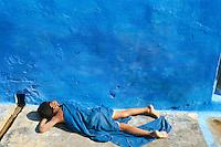 Inde. Rajasthan. Jodhpur la ville bleue. La sieste bleue. // India. Rajasthan. Jodhpur. The blue city. The blue siesta
