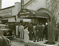 1952 Fans outside The Brown Derby