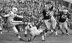 Oakland Raiders vs Buffalo <br />(1964 photo/Ron Riesterer)