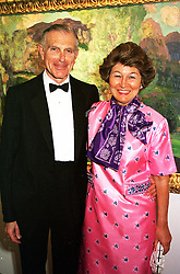The HON.SIR DAVID & LADY SIEFF at a dinner <br /> in London on 18th June 2000.  OFJ 6<br /> © Desmond O'Neill Features:- 020 8971 9600<br />    10 Victoria Mews, London.  SW18 3PY <br /> www.donfeatures.com   photos@donfeatures.com<br /> MINIMUM REPRODUCTION FEE AS AGREED.<br /> PHOTOGRAPH BY DOMINIC O'NEILL